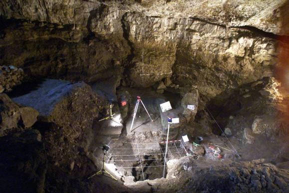 Cueva El Pendo yacimiento
