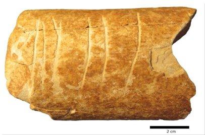 Hueso de uro grabado de Nesher Ramla
